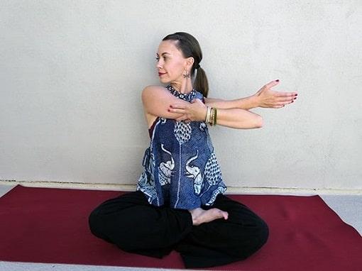 تمرینات یوگا برای درمان مشکلات گردن