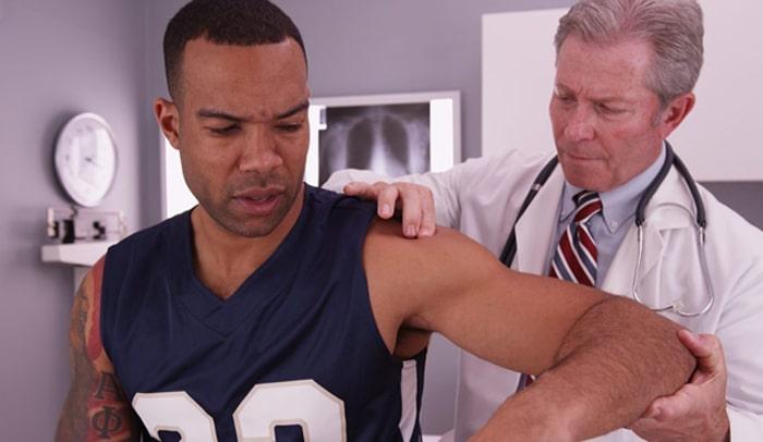 دکتر شانه تشخیص آسیب شانه (کتف) و ارائه گزینههای درمانی به بیمار