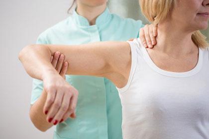 قبل و بعد از درمان فیزیکی شکستگی مفصل شانه