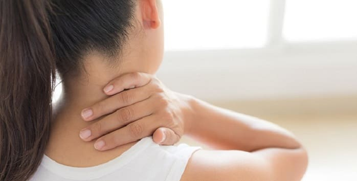 چه علائمی برای گردن درد ممکن است تجربه کنم