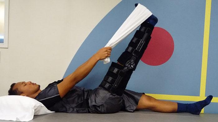 کشش عضلات همسترینگ به ضورت طاق باز